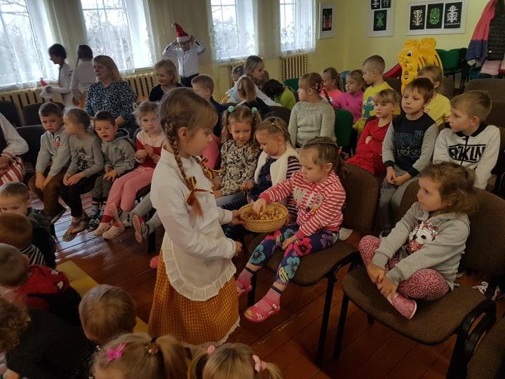 Svečiuose Ylakių gimnazijos vaikučiai su programėle
